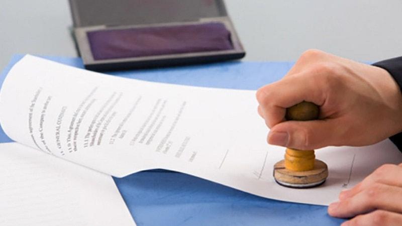 Договор дарения нужно нотариально заверить